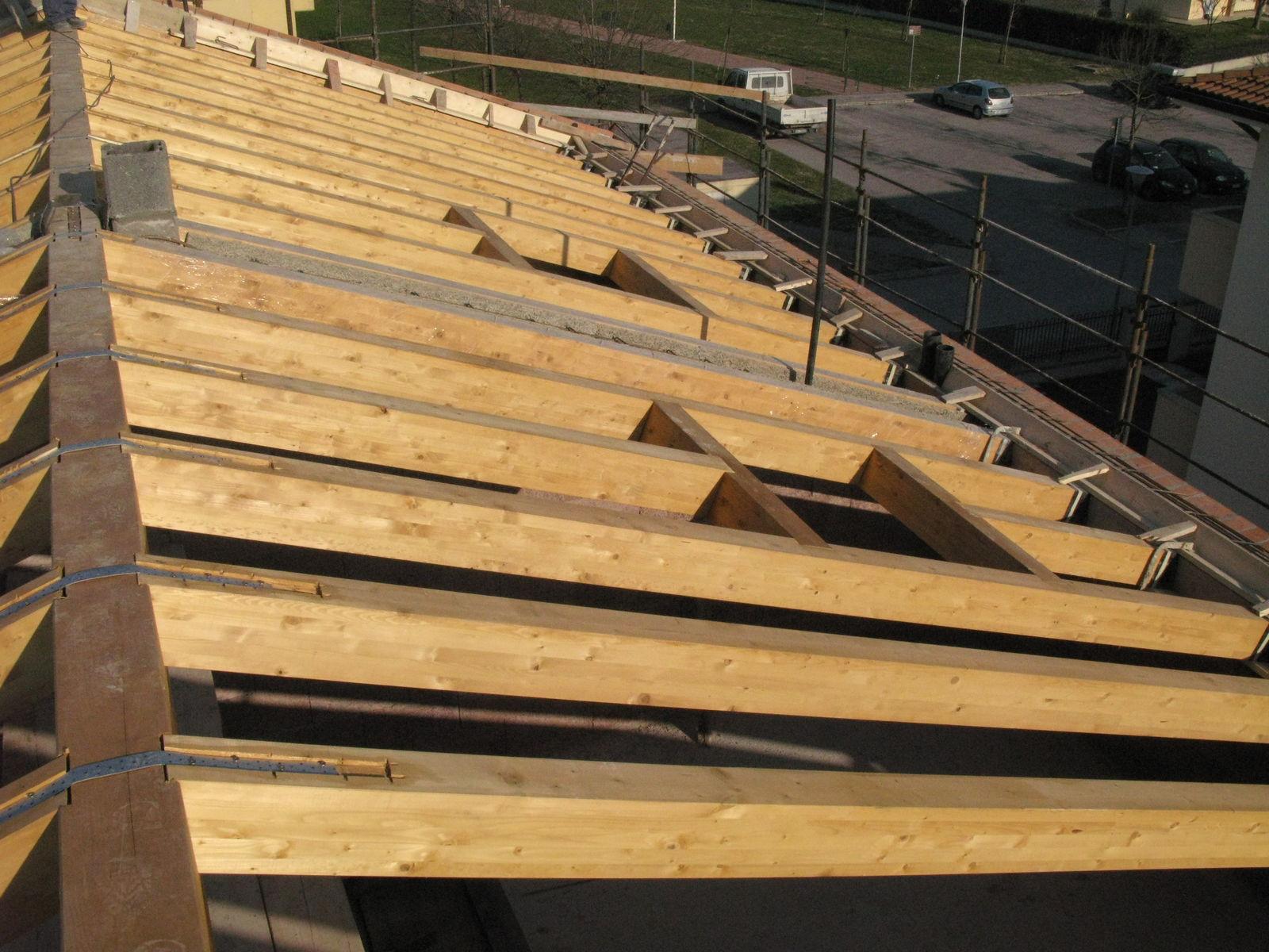Opere in legno for Come costruire un tetto su un piano di coperta